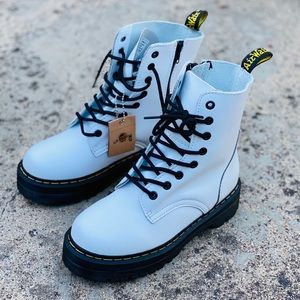 NWOB. Dr. Martens 1460 Platform Leather Boots.